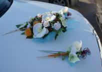 Mercedes Benz lease with floral decorations and bouquets