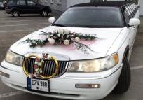 Lincoln limousine wedding bouquet and decorated with ring