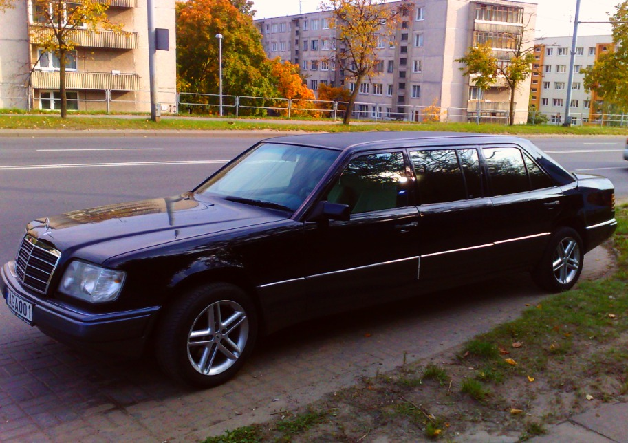 Order of limousine mercedes benz pullman limo services for Mercedes benz car service